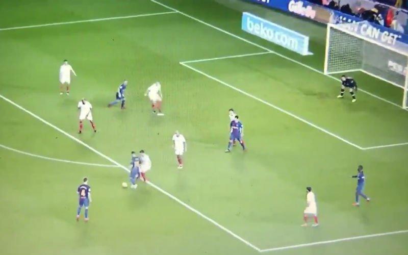 En plots maakt Messi heel de Sevilla-defensie compleet belachelijk (video)