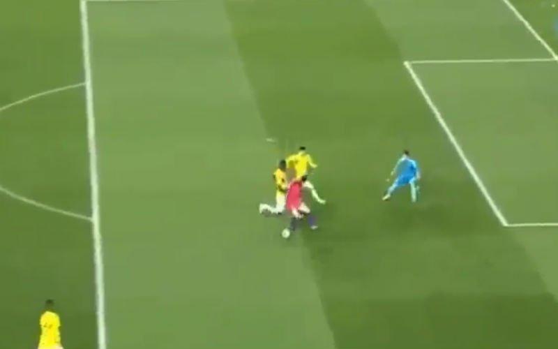 Son maakt ploeggenoot compleet belachelijk met dit doelpunt (video)