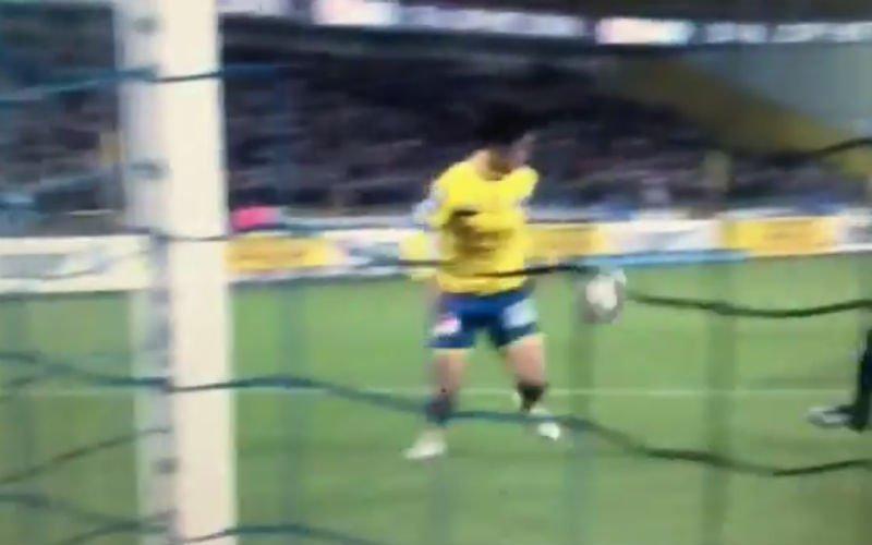 Onvoorstelbaar dat Club Brugge met deze ingreep van Nakamba wegkomt (video)