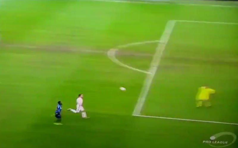 Deze onwaarschijnlijke blunder van Boeckx zet Club op 2-0 (video)