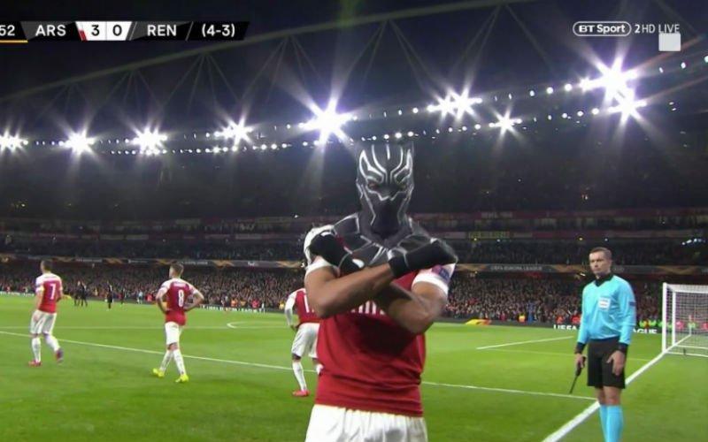Aubameyang viert doelpunt met nieuw masker in Europa League (VIDEO)