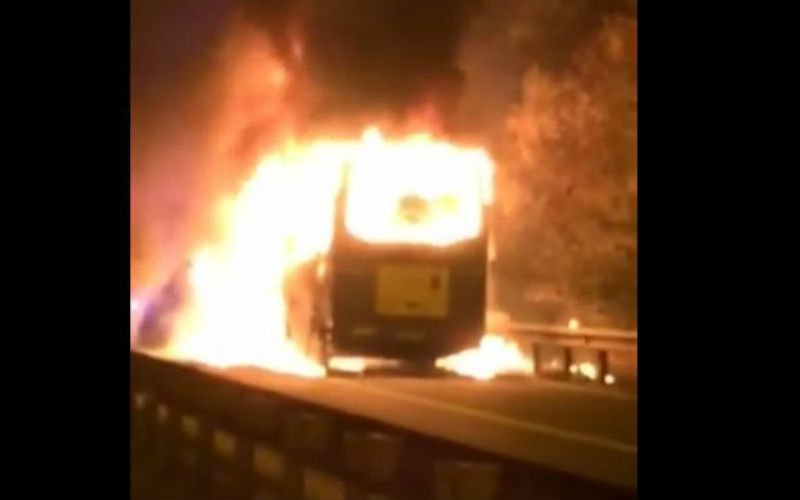 Spelersbus uit eerste amateurreeks schiet in brand op terugweg