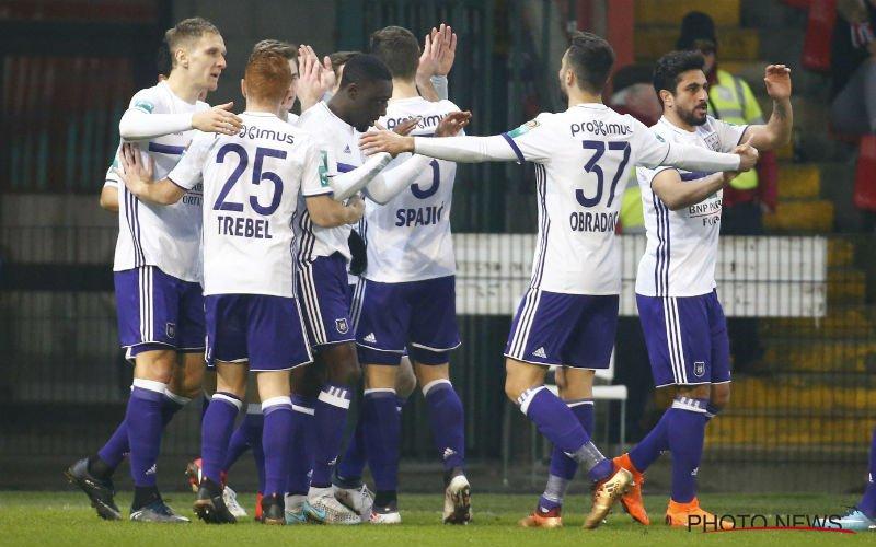 Anderlecht stelt tijdens topper nieuwe uitshirts volgend seizoen al voor