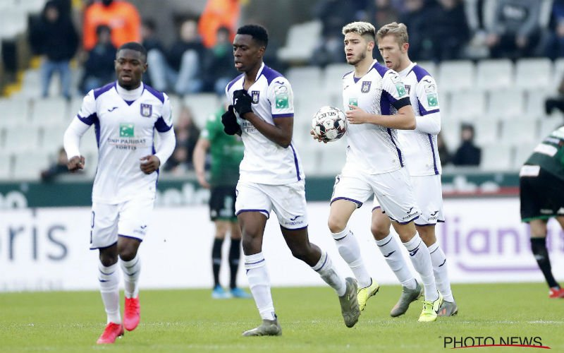Anderlecht pleegt straffe hold-up tegen Cercle na late goal van Vlap