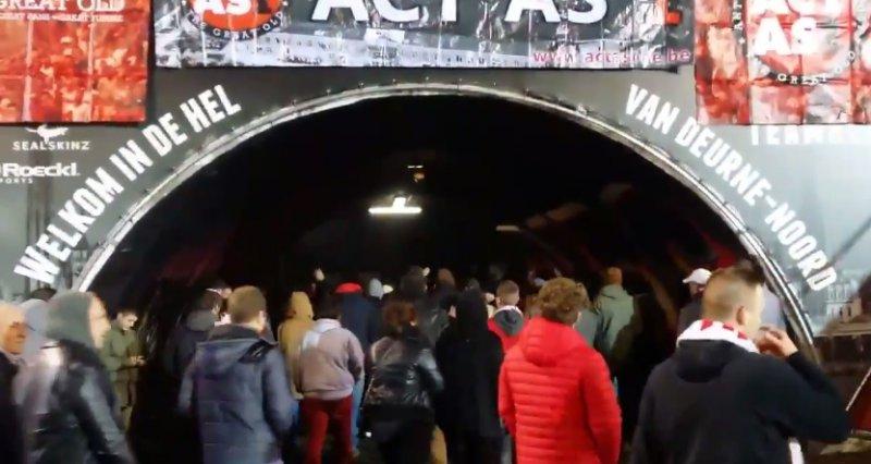 Antwerp-fans zorgen voor grote protestactie tijdens wedstrijd (Video)