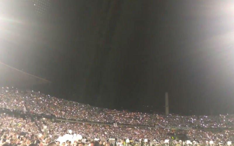 Prachtig eerbetoon voor Chapecoense in stadion waar finale gespeeld moest worden (Video)