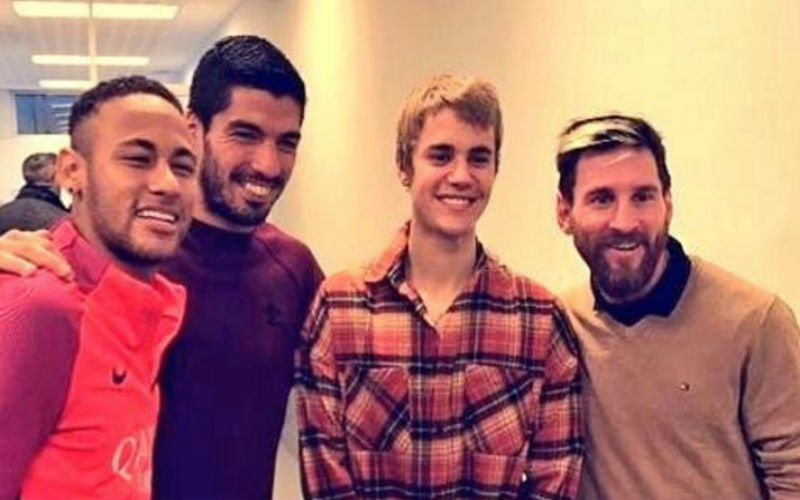 En dan duikt Justin Bieber opeens op bij de training van FC Barcelona (Video)