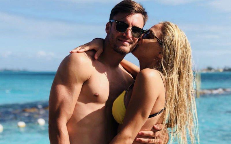 Tagliafico gaat naar Ajax en neemt mee... Deze bloedhete bikinibabe!