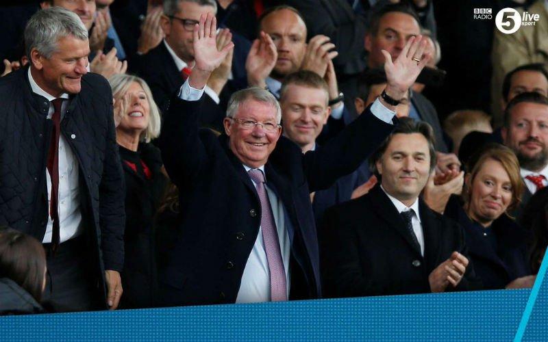 Kippenvel: Ferguson krijgt staande ovatie op Old Trafford na hersenbloeding (VIDEO)
