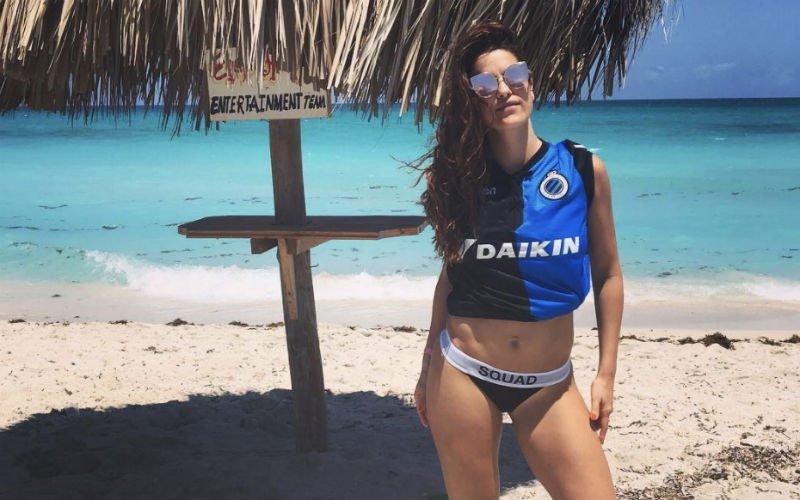 WAG van Poulain zorgt in bikini voor extreme temperaturen in Cuba (Foto's)