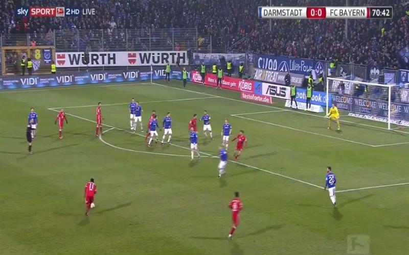 Douglas Costa scoort een absolute wereldgoal voor Bayern München (Video)