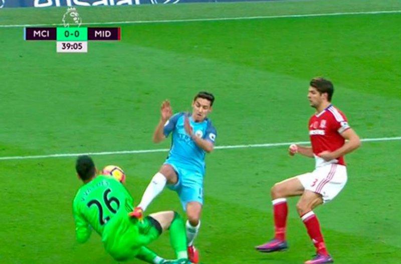 Valdes loopt horrorblessure op tegen Manchester City