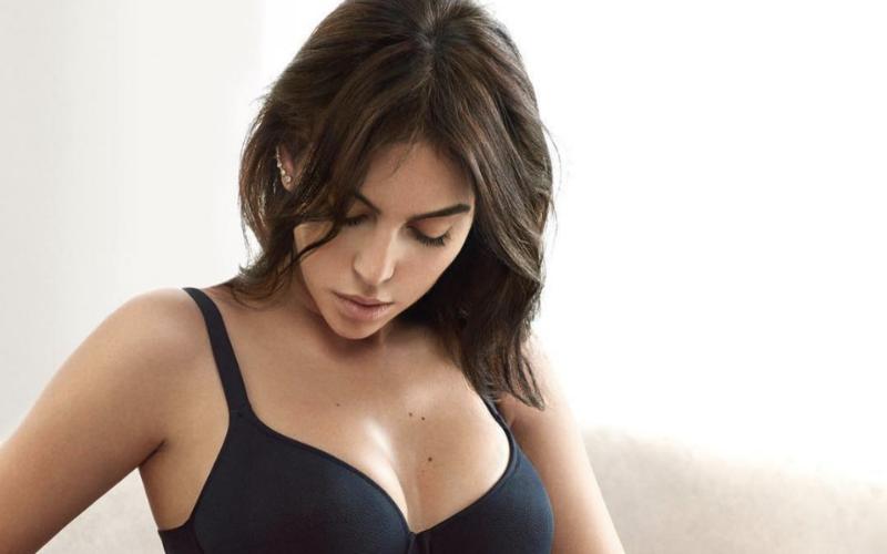 Georgina Rodriguez trekt haar kleren uit