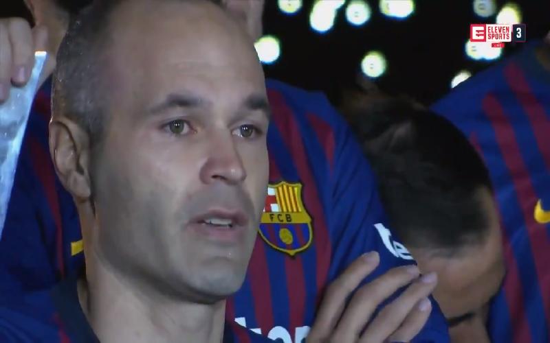 Emotionele Iniesta krijgt fenomenaal afscheid bij Barcelona (Video)