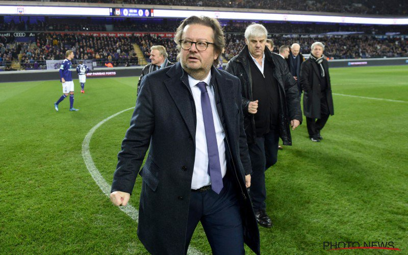 Anderlecht-fans zijn het kotsbeu en halen zwaar uit naar Coucke en co