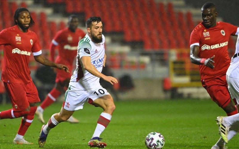 Kijkers schrikken zich rot tijdens Antwerp-OHL:
