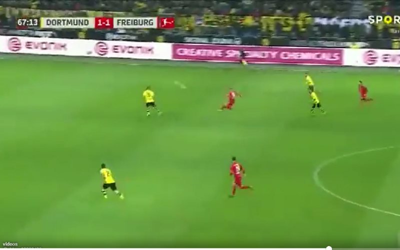 En plots doet Petersen (Freiburg) dit tegen Dortmund... (Video)