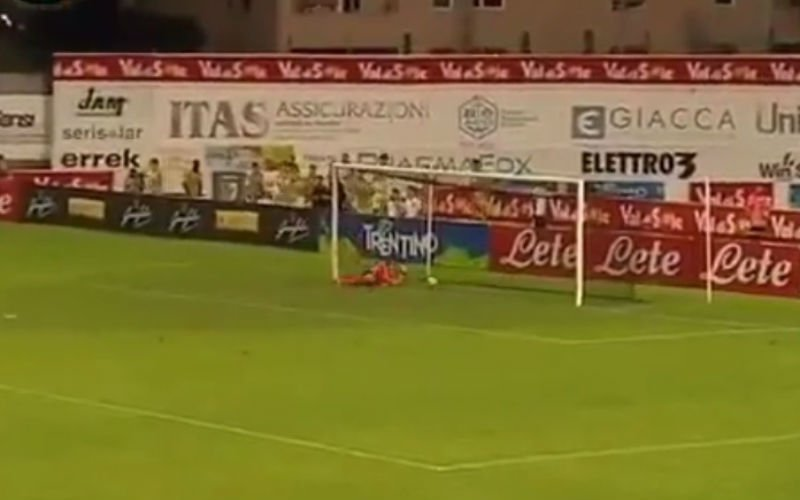 Speler van Napoli scoort deze ongelofelijke goal (Video)