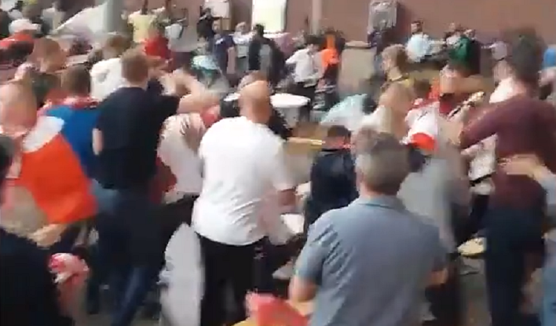 Hallucinant: Supporters op de vuist in Antwerpen na Polen-Senegal (Video)