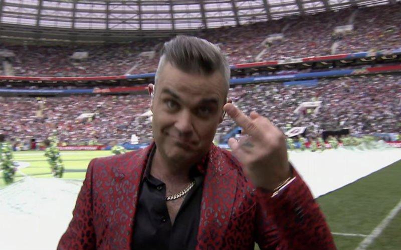 Kyle Walker reageert geniaal op de middenvinger van Robbie Williams (Foto)