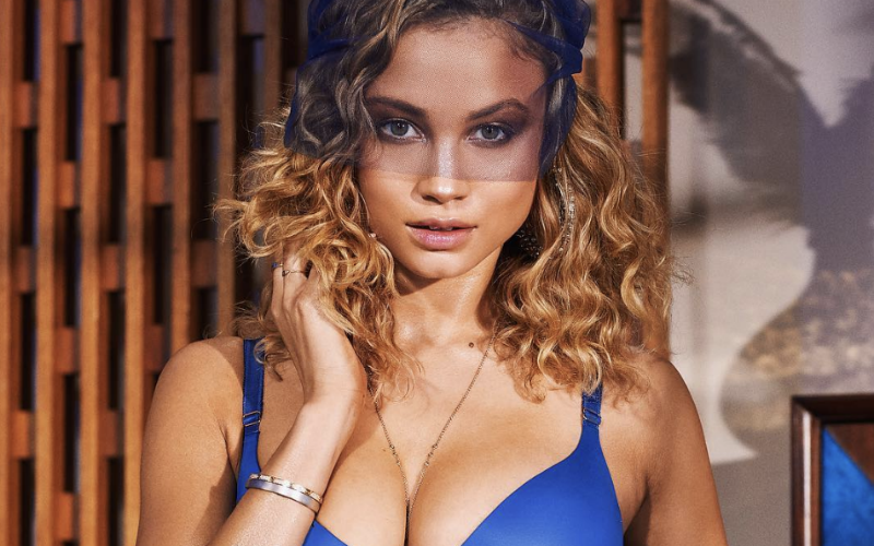 De beroemdste Belgische WAG showt haar sexy lichaam in lingerie