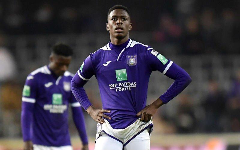 Sambi Lokonga kondigt vertrek bij Anderlecht aan