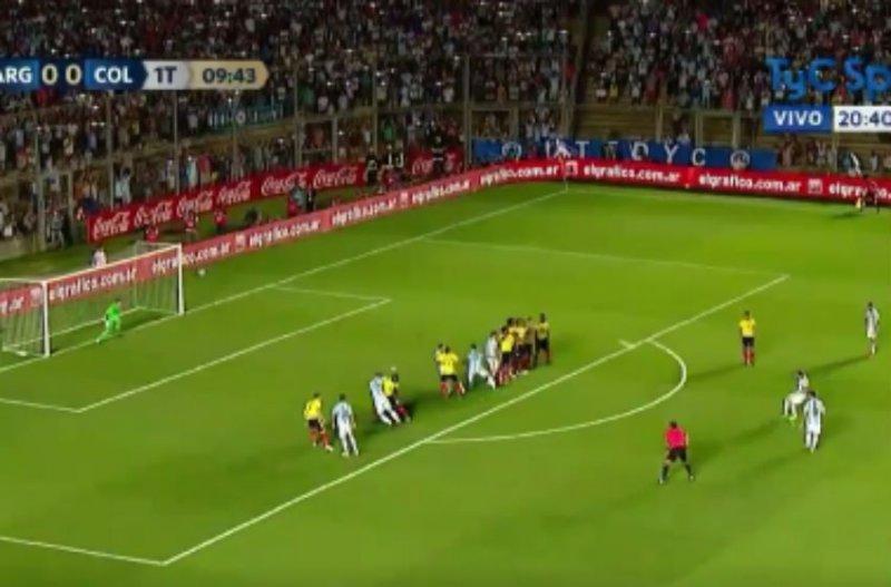 Messi scoort met geniale vrije trap voor Argentinië (Video)