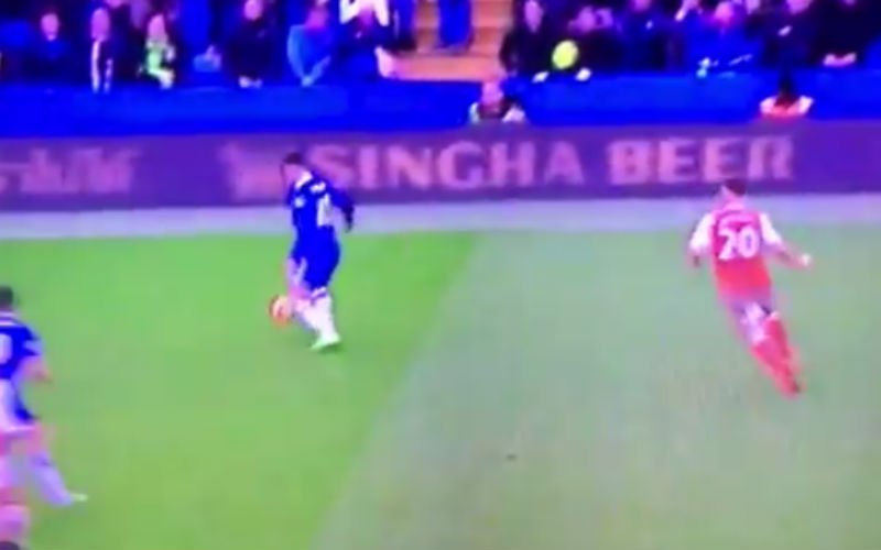 Naast zijn wereldgoal doet Hazard ook dit tegen Arsenal... (Video)