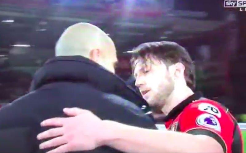 Guardiola stapt na wedstrijd recht af op tegenstander voor prachtig gebaar (Video)