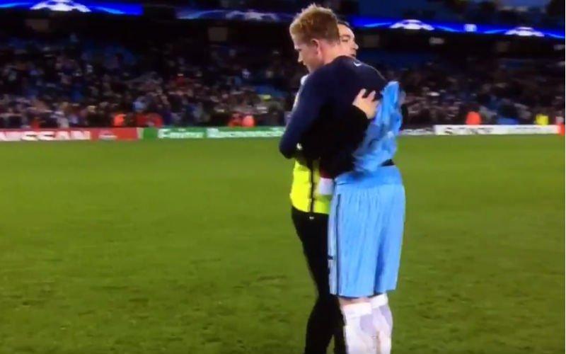 Fan krijgt shirt van De Bruyne en kijk wat dan gebeurt (Video)