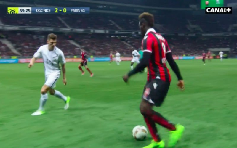 Mario Balotelli maakt Thomas Meunier belachelijk en dan gebeurt er dit (Video)