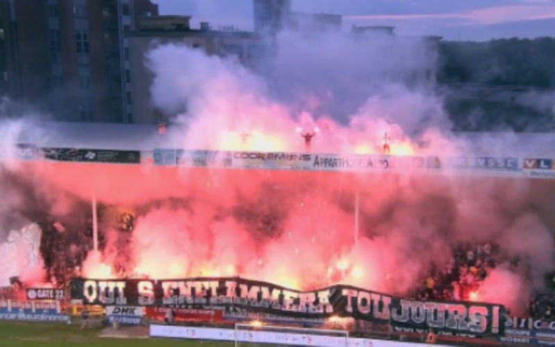 Charleroi-fans steken stadion in brand tegen Anderlecht (Video)