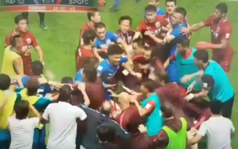 Oscar (ex-Chelsea) ontketent totale oorlog tijdens wedstrijd in China (Video)