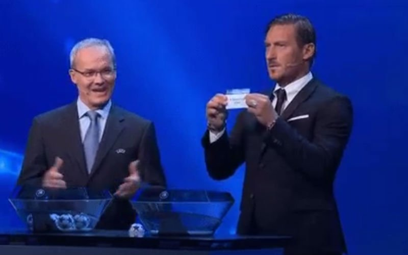 Geniaal! Deze blik van Totti naar Buffon wanneer Juventus bij Barcelona geloot wordt... (Video)