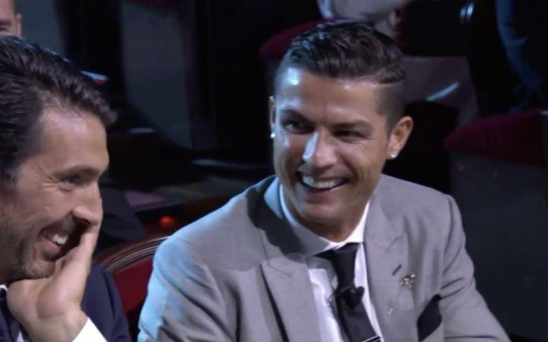 Ronaldo maakt Buffon belachelijk (terwijl hij naast hem zit!)