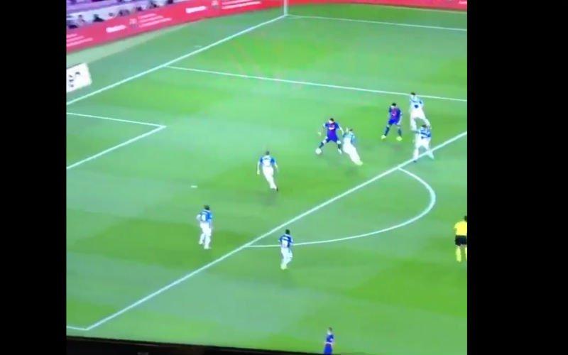 Lionel Messi tovert en scoort dit doelpunt (Video)