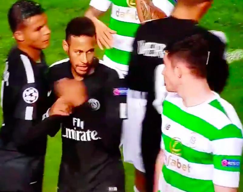 Neymar weigert hand van 18-jarige knul te schudden (Video)