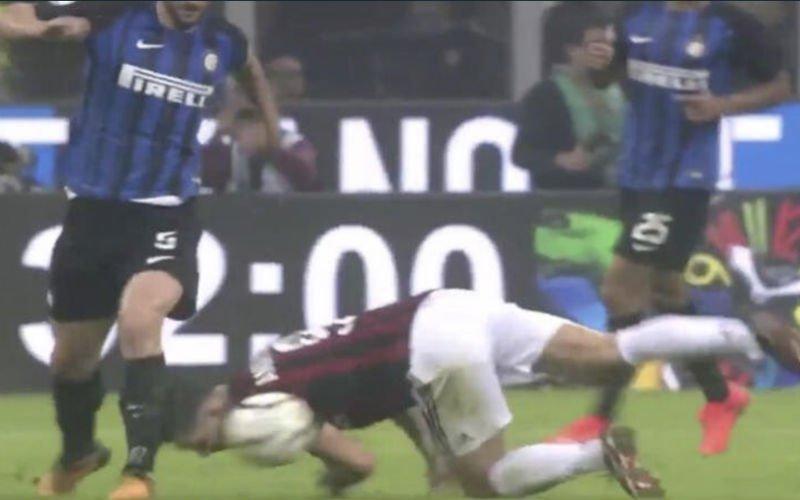 André Silva pakt uit met wel héél opvallende tackle (Video)