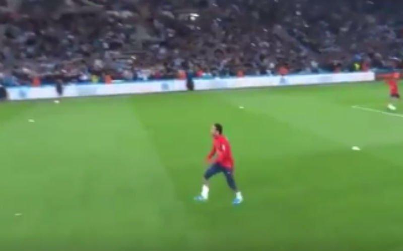 Ongelofelijk wat Neymar hier tijdens opwarming doet (Video)