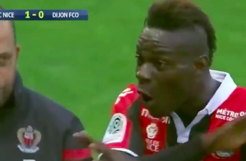 Balotelli maakt winning goal, maar kijk wat hij dan doet (Video)