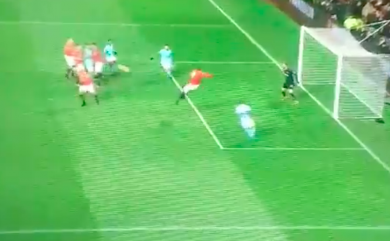 Wat een pech: Lukaku geeft Manchester City 2 goals cadeau (Video)