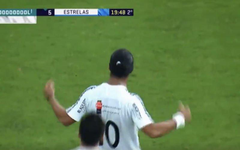 Ronaldinho scoort ongelofelijke goal vanop de eigen helft (Video)