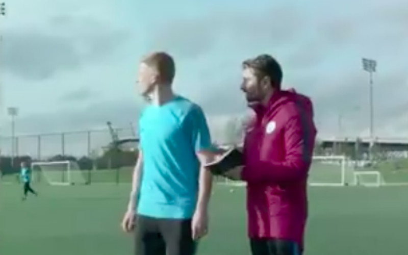 En dan doet De Bruyne plots dit... (Video)
