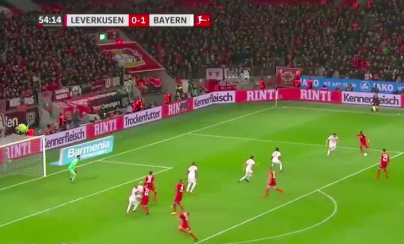 Bailey (ex-Genk) scoort net geen wereldgoal tegen Bayern (Video)