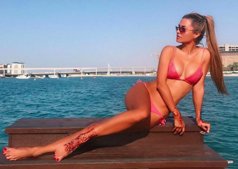 Heeft Fellaini dit bloedmooie Playboy-model aan de haak geslagen?