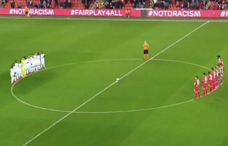 Standard maakt vlak voor wedstrijd serieus statement tegen racisme (Video)
