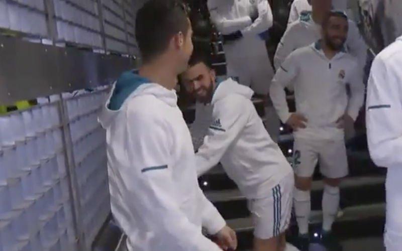 Ronaldo dolt met kleine jongen, maar dan komt Messi ter sprake (Video)