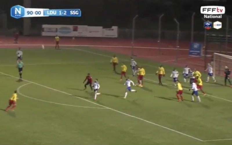Los op de slof! Fransman maakt onwaarschijnlijke goal (Video)