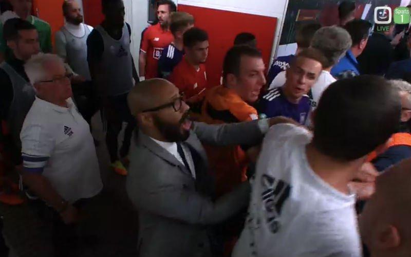 Het loopt helemaal uit de hand bij Standard-Anderlecht