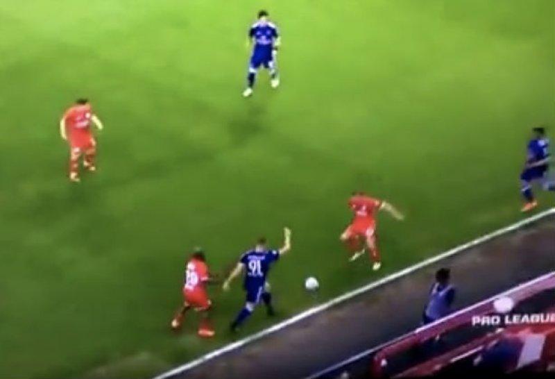 Teo verliest het helemaal en doet dan dit tegen Standard (Video)